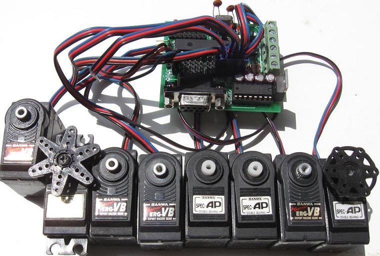 Micro-GT_mini_collegata_a_8_dei_14_possibili_servomotori
